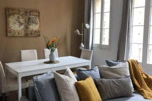obrázek - Exquisite designed historic flat with sunny rooftop