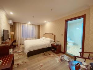 . Manzhouli Port International Hotel