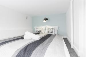 Apartments Aleje Jerozolimskie 85 by Renters