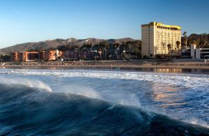 Crowne Plaza Hotel Ventura Beach, an IHG Hotel