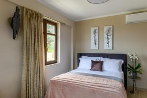 Two-Bedroom Apartment - Orfeas