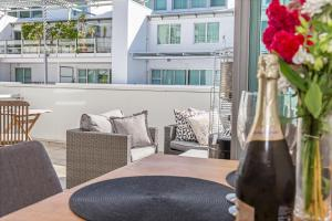 Premium 1BR Apartment at Princes Wharf