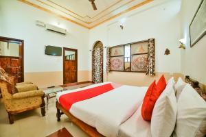 OYO 44604 Jhankar Mansion