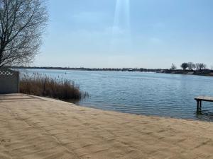 Domek letniskowy nad jeziorem w Spalonej IBIZA