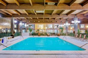 Ramada by Wyndham Mitchell Hotel & Conference Center