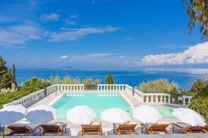 Agios Ioannis Karousadon Villa Sleeps 8 Air Con