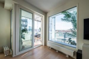 Luxury apartment - Stunning view - City centre - 2 private balcony- Easy 24 7 check Inn