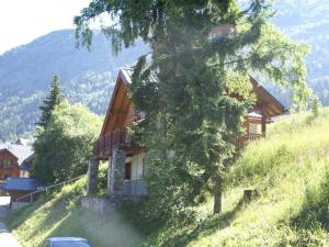 Location gîte, chambres d'hotes Mountain Chalet, hidden among the trees, with stunning views over lake dans le département Isère 38
