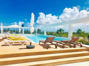 Ducassi Rooftop Pool & Beach C..