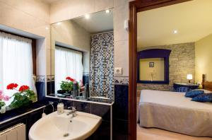 Hotel Rural Los Cerezos de Yanguas, Affittacamere  Yanguas - big - 45