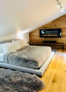 Holiday home near Parc des Chutes in Lac Mercier