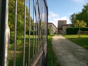Location gîte, chambres d'hotes Chateau De Champdolent dans le département Charente maritime 17
