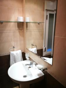 Hotel La Glorieta, Hotel  Baños de Montemayor - big - 13
