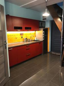 APARTAMENT FAMILIJNY KRYNICA MORSKA 10 osób 2 poziomy 2 łazienki kuchnia