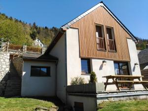 Location gîte, chambres d'hotes Chalet with 4 bedrooms in Camparan, with wonderful mountain view, furnished garden and WiFi - 3 km from the slopes dans le département Hautes Pyrénées 65
