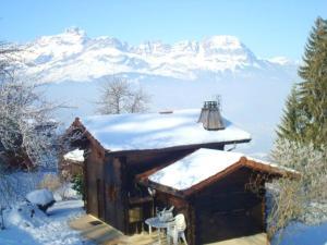 Location gîte, chambres d'hotes Chalet Chemin de la Combe dans le département Haute Savoie 74