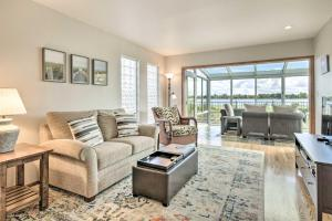 obrázek - San Francisco Bay Townhome w/ Sunroom + View!