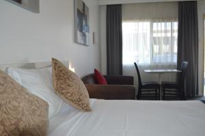 Karinga Motel, SureStay Hotel ..