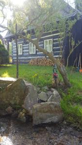 Roubenka u potoka