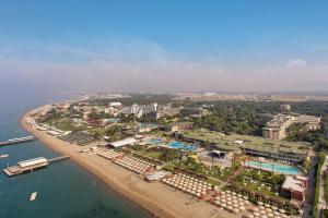 Курортный отель Maritim Pine Beach Resort