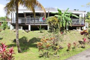 Bungalow de 2 chambres a Bouillante avec terrasse amenagee et WiFi a 150 m de la plage