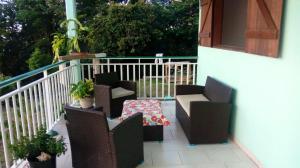 Maison de 2 chambres a Deshaies avec magnifique vue sur la mer et terrasse a 500 m de la plage