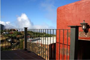House with 3 bedrooms in Isora with wonderful mountain view and furnished garden 5 km from the beach