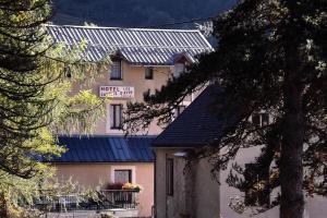 Location gîte, chambres d'hotes Hôtel Les Castets d'Ayré dans le département Hautes Pyrénées 65