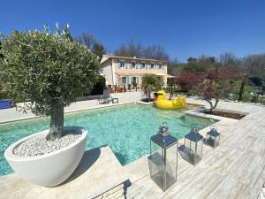 Villa with 5 bedrooms in Murs with private pool furnished terrace and WiFi
