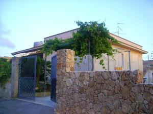 House with 2 bedrooms in Custonaci with furnished terrace and WiFi 40 m from the beach