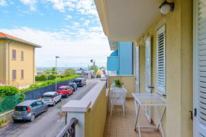 Apartment Viale Gaetano Genghini - AbcAlberghi.com