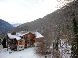 Apartment with one bedroom in Orelle, with wonderful mountain view, shared pool and furnished balcony - Hotel - Orelle
