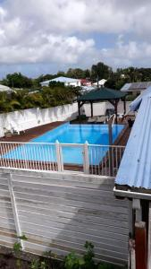 Bungalow with one bedroom in Sainte Anne with shared pool furnished terrace and WiFi 4 km from the beach