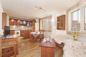 obrázek - Spacious, cosy & bright 2 bedroom, central Varna