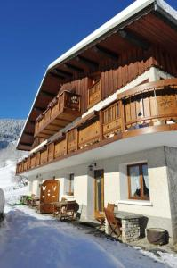 Apartment with 4 bedrooms in Champagny en Vanoise with wonderful mountain view enclosed garden and WiFi 400 m from the slopes
