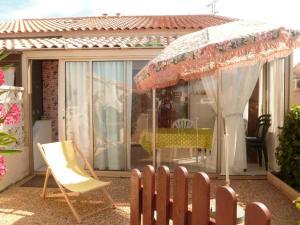 Maison de 2 chambres a Gruissan avec piscine partagee et jardin clos a 400 km de la plage