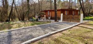 Chalet with 2 bedrooms in Saint Genest de Beauzon with wonderful mountain view enclosed garden and WiFi 40 km from the slopes - Hotel - Saint-Genest-de-Bauzon