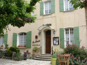 Location gîte, chambres d'hotes Hôtel Le Siècle dans le département Vaucluse 84