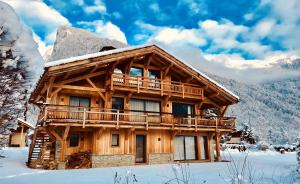 Location gîte, chambres d'hotes Chalet with 4 bedrooms in Samoëns, with wonderful mountain view, furnished garden and WiFi - 700 m from the slopes dans le département Haute Savoie 74