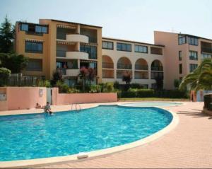 Studio a Six Fours les Plages avec piscine partagee et jardin clos a 100 m de la plage