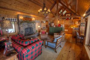 Lakefront History by Lake Tahoe Accommodations - Hotel - Homewood