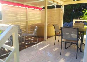 Studio in Sainte Anne with shared pool enclosed garden and WiFi