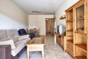 Apartment with 2 bedrooms in Platja de la Pineda with shared pool