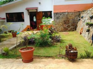 House with 3 bedrooms in Victoria, with wonderful mountain view, furnished garden and WiFi - 10 km f