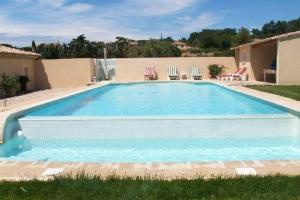 House with 2 bedrooms in Aubignan with shared pool enclosed garden and WiFi 120 km from the beach