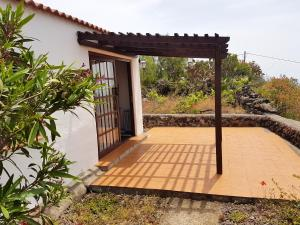 House with one bedroom in Los Llanos with wonderful sea view shared pool and furnished garden 9 km from the beach