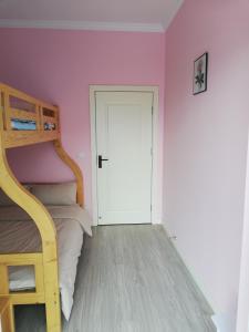 Manxuan Apartment (East River Lake 180 Degree River View Room), Ferienwohnungen  Zixing - big - 10