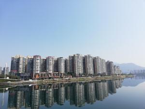 Manxuan Apartment (East River Lake 180 Degree River View Room), Apartmány  Zixing - big - 11