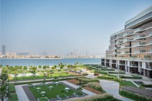 Trendy Beachfront Living 3BR at The8 Palm Jumeirah -