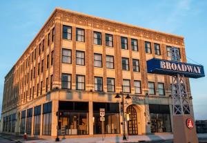 Ariel Broadway Hotel by Cobblestone